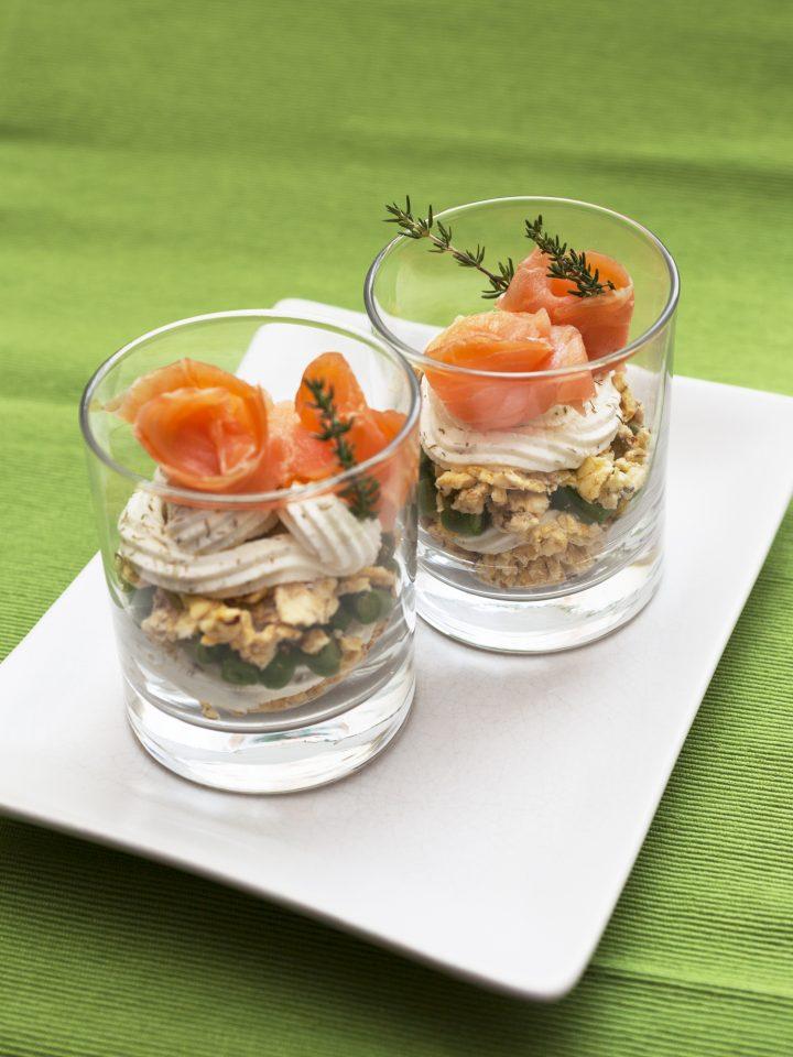 Tiramisù-salato-gallette-di-granoturco-e-salmone